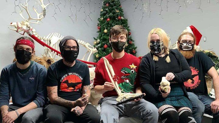 il reçoit le squelette de sa jambe amputée pour Noël