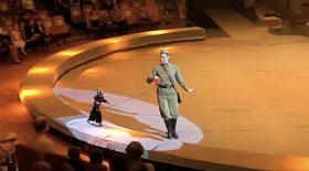 un cirque avec des animaux déguisés en nazis