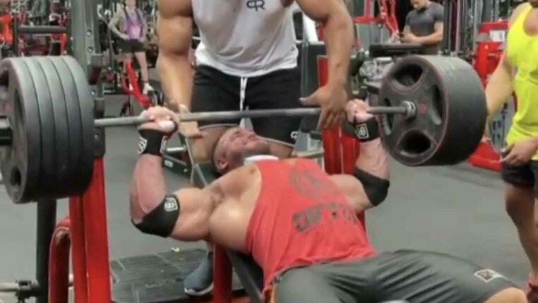 bodybuilder dechire pec