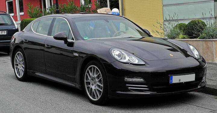 Il touche le RSA et roule en Porsche