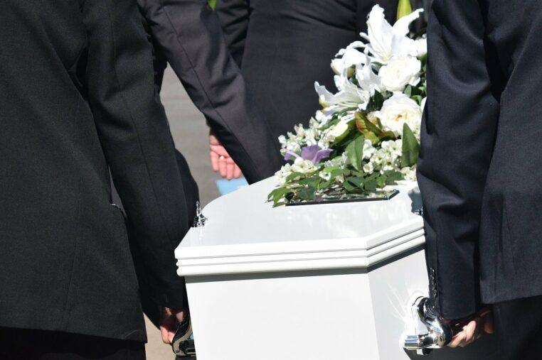 On la croyait décédée du Covid-19, elle se réveille juste avant son incinération