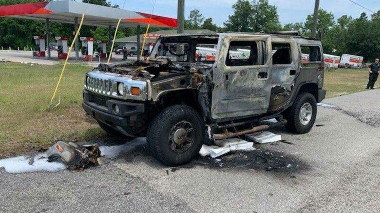 un Hummer prend feu à cause de la pénurie d'essence