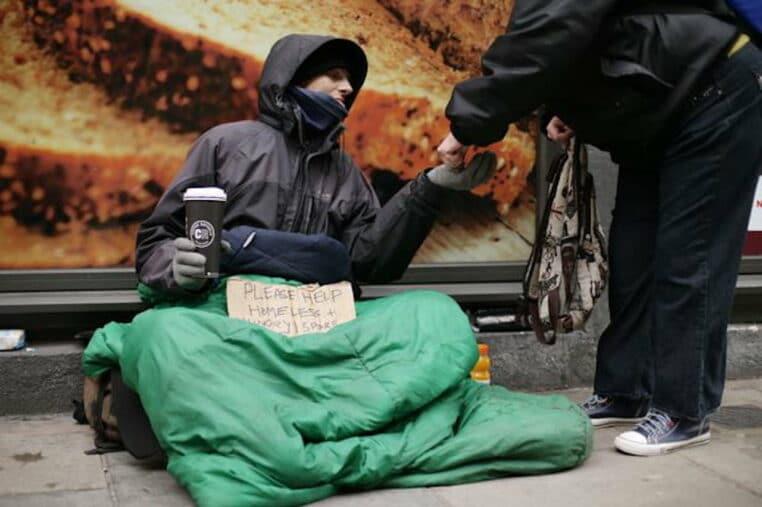 ville suisse mendiants argent quitter pays