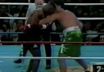 un homme sort un iphone combat mike tyson 1995
