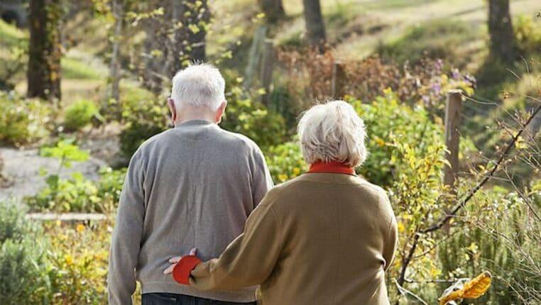 couple personnes agees maison retraite