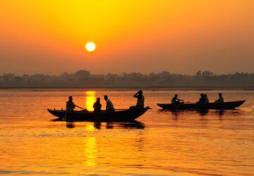 Inde : un bébé vivant découvert dans une boîte sur le fleuve de Gange
