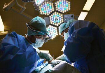 chirugie patient compresse