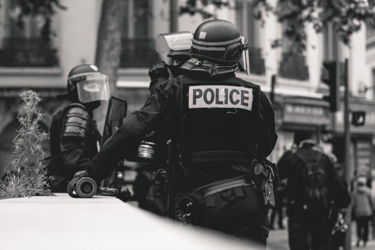 police femme morte defiguree