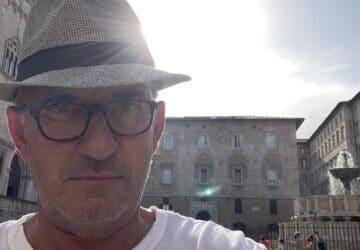 Christophe Dechavanne est-il mort ? Cette étrange question qui affole la toile !