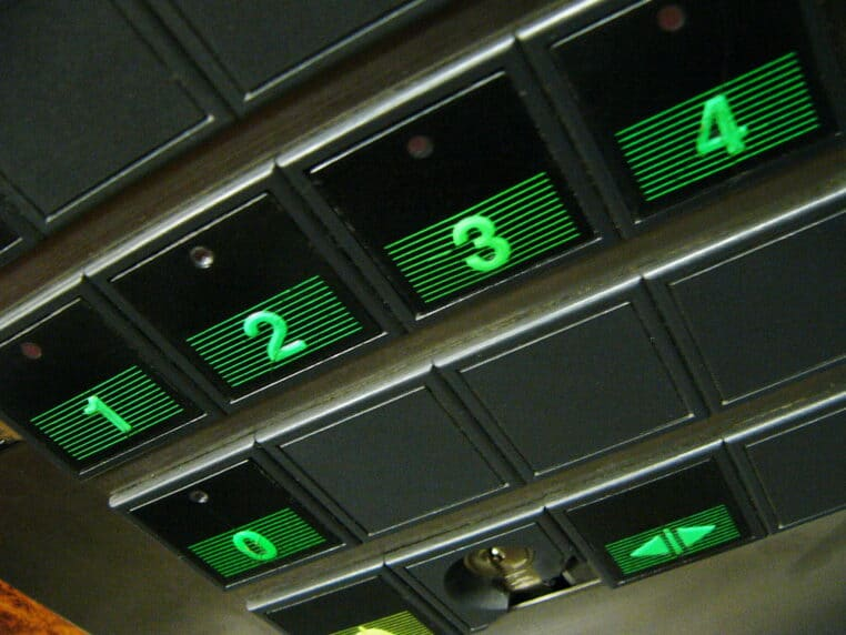 Drame une enfant de 7 ans meurt écrasé par un ascenseur