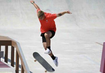 un skater se prend un poteau à l'entrejambe jeux olympiques