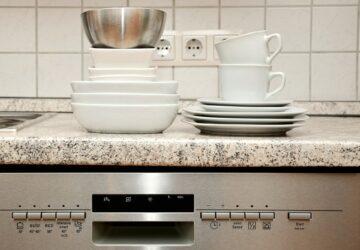Vous avez tendance à tout mettre dans votre lave-vaisselle Grosse erreur ! On vous explique pourquoi