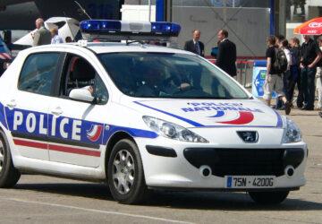 policière taser