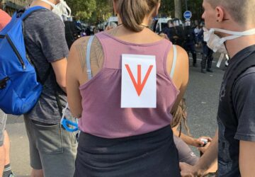 symbole antivax manifestation toulouse