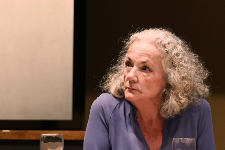 Catherine Hiegel furibarde !!! Elle ne décolère pas face au retour sur scène de Richard Berry !
