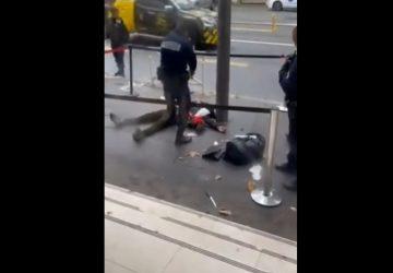Drame évité de justesse : un homme armé de deux couteaux attaque l'Office français de l'immigration ! Son arrestation filmée !