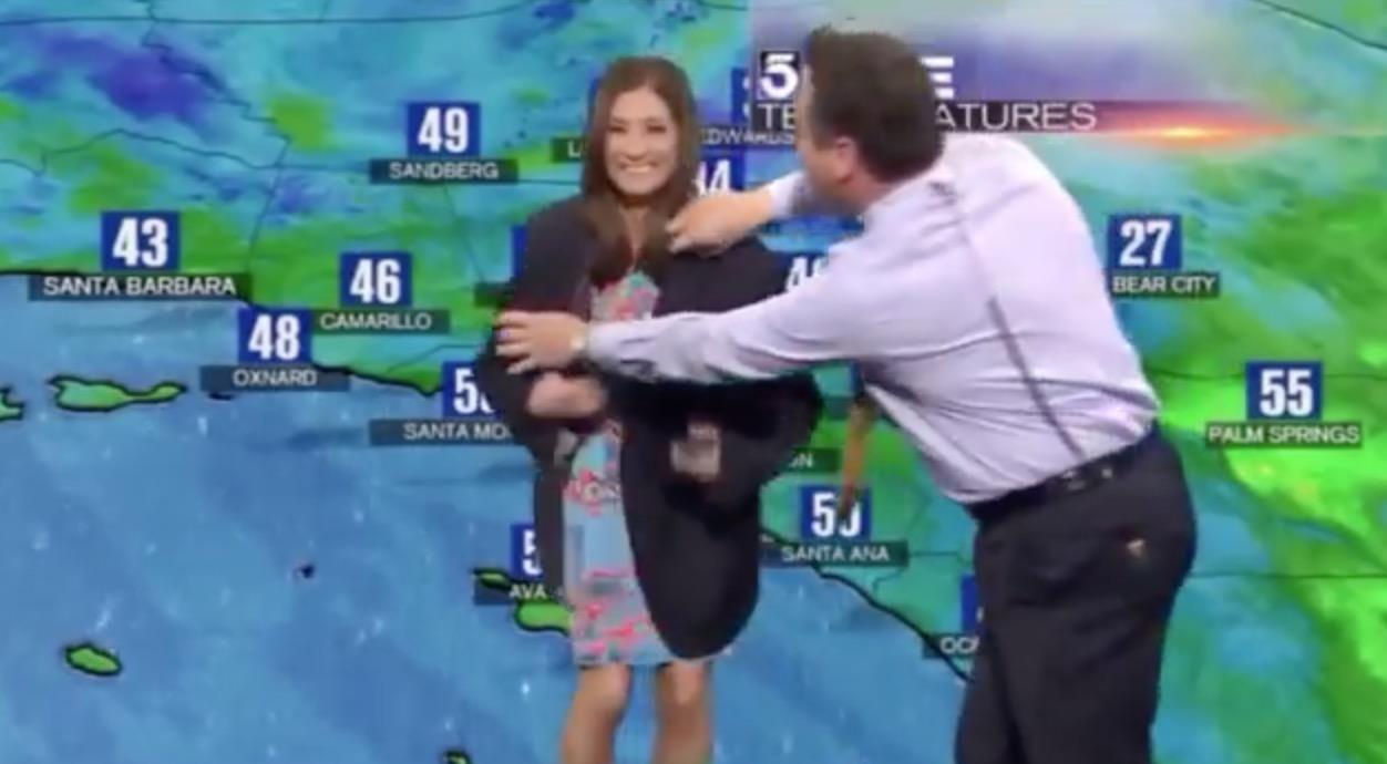 OUPS ! La robe d'une Miss météo devient transparente en plein direct… le présentateur intervient (vidéo)