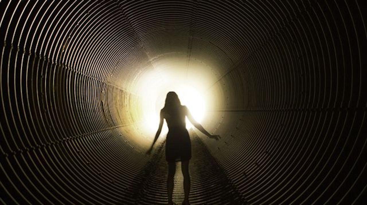 Et si nous ne mourrions jamais vraiment ? Cette nouvelle hypothèse sur la mort fait le buzz sur TikTok (vidéo)